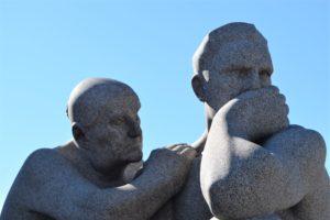 rzeźby statues